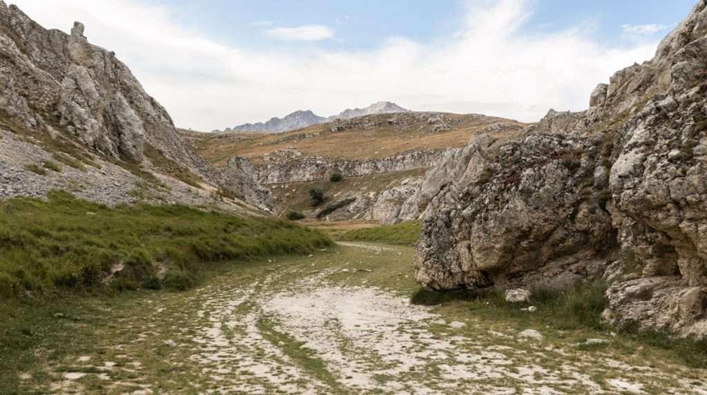 Tour Fotografico Abruzzo. Itinerario fotografico Campo Imperatore.  Canyon della Valianara. Canyon dello Scoppaturo